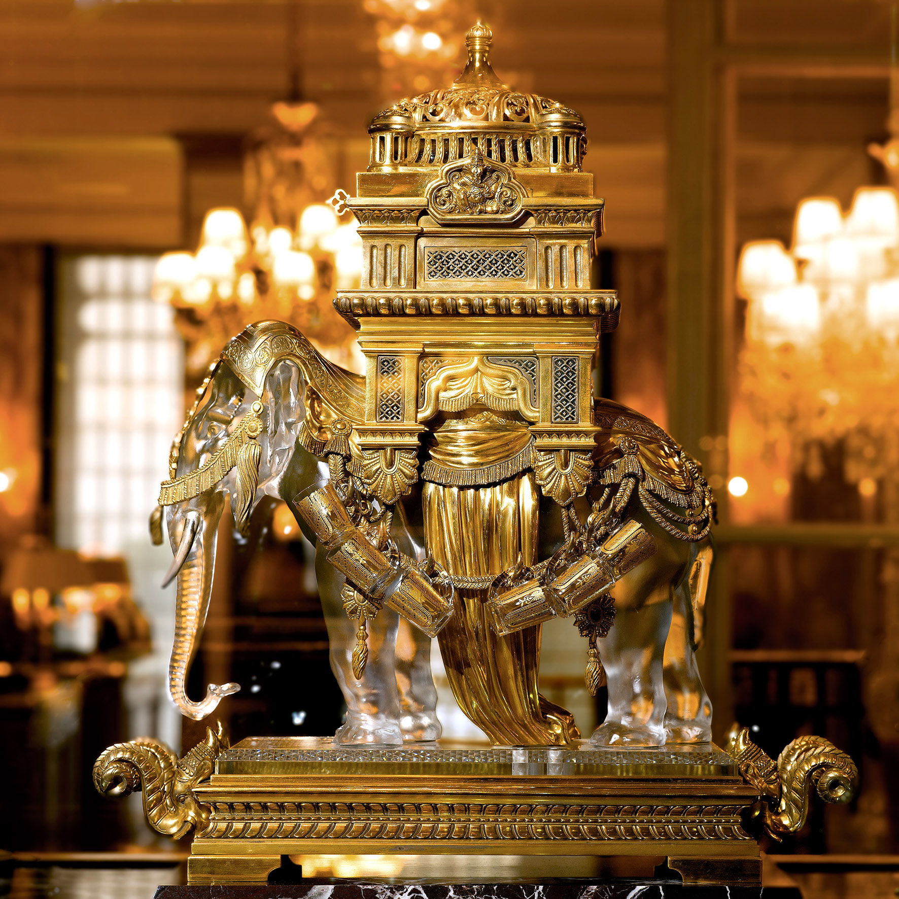 2. Hotel de Crillon, A Rosewood Hotel - Elephant Baccarat ®Thierry.samuel